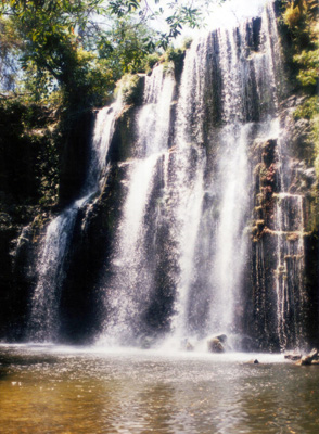 "nearby waterfall ""Llanos de Cortez"""
